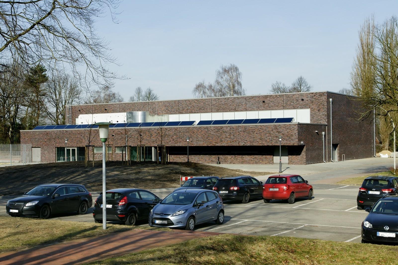 neubau-sporthalle-reichspraesident-ebert-kaserne-ansicht-parkplatz