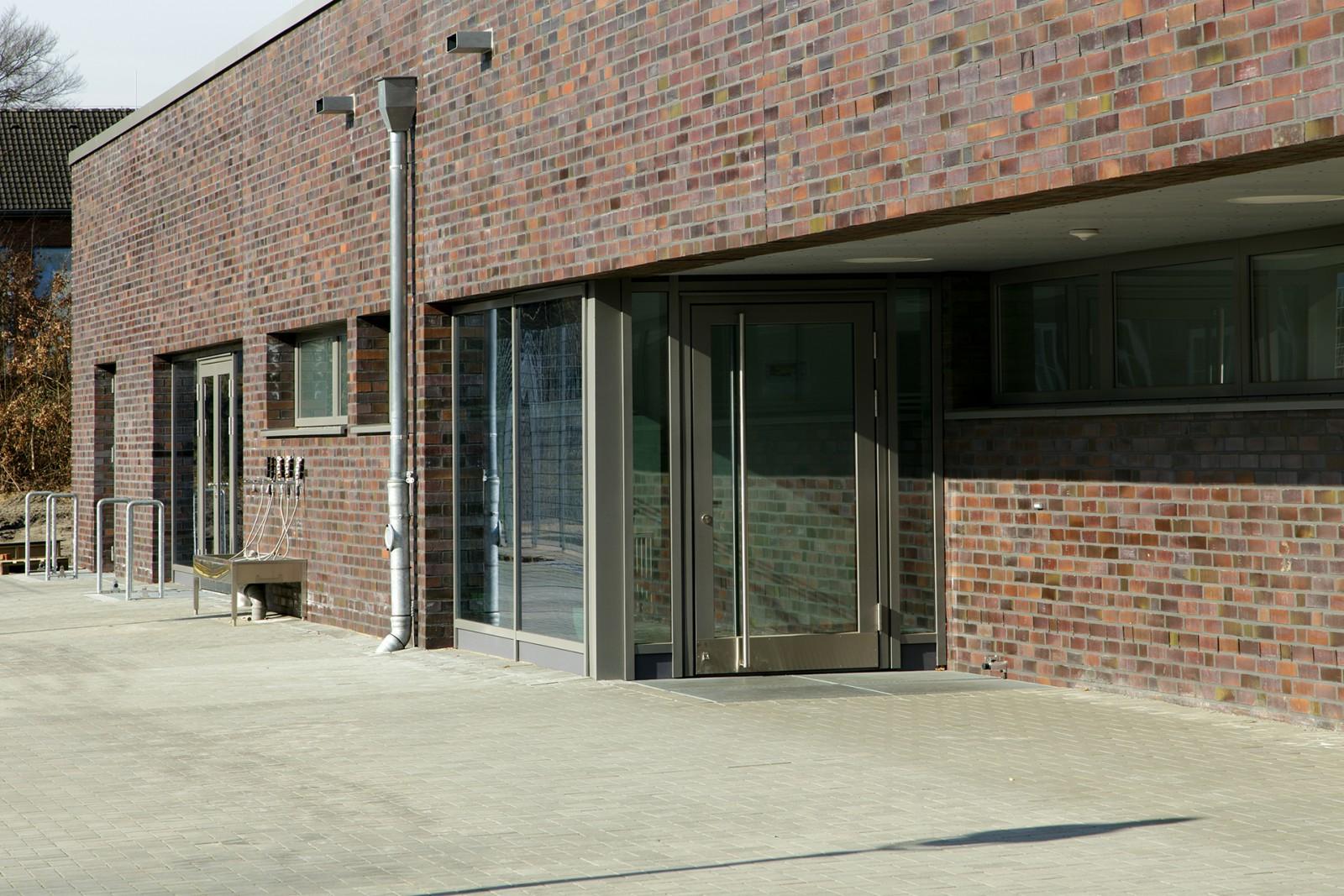 neubau-sporthalle-reichspraesident-ebert-kaserne-eingang