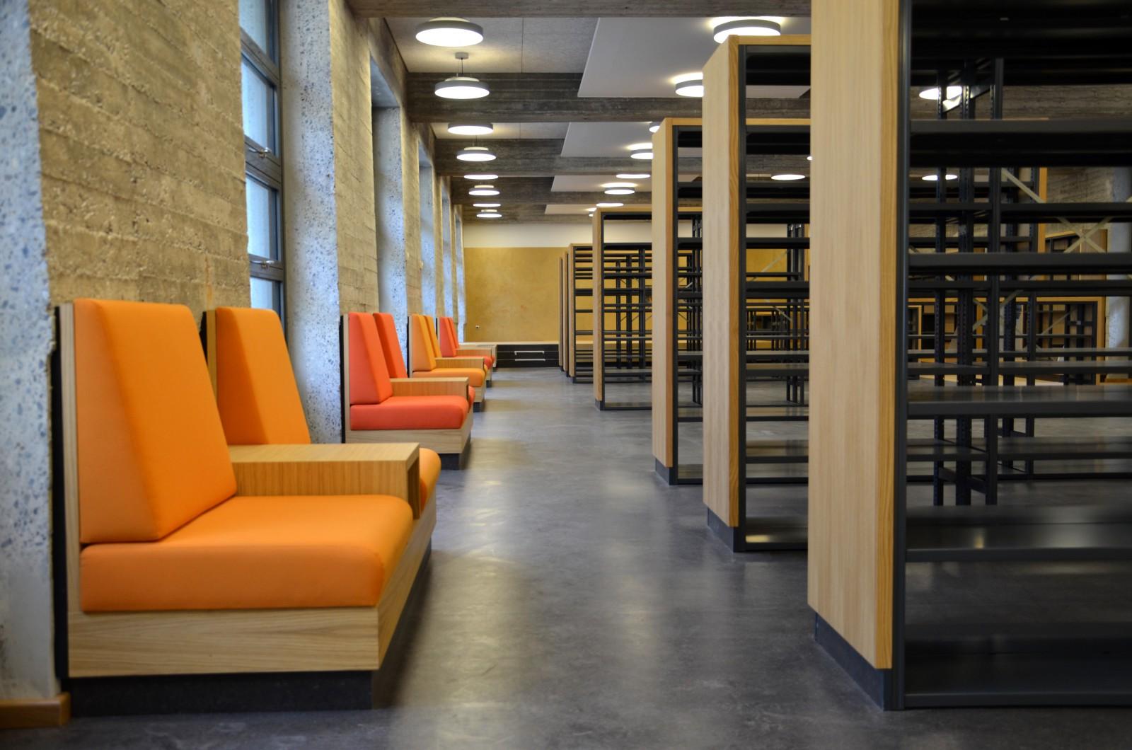 gymnasium-christianeum-durchgang-bibliothek