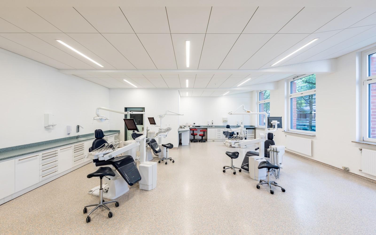 aeußere-innere-grundsanierung-staatliche-schule-gesundheitspflege-prophylaxeraum