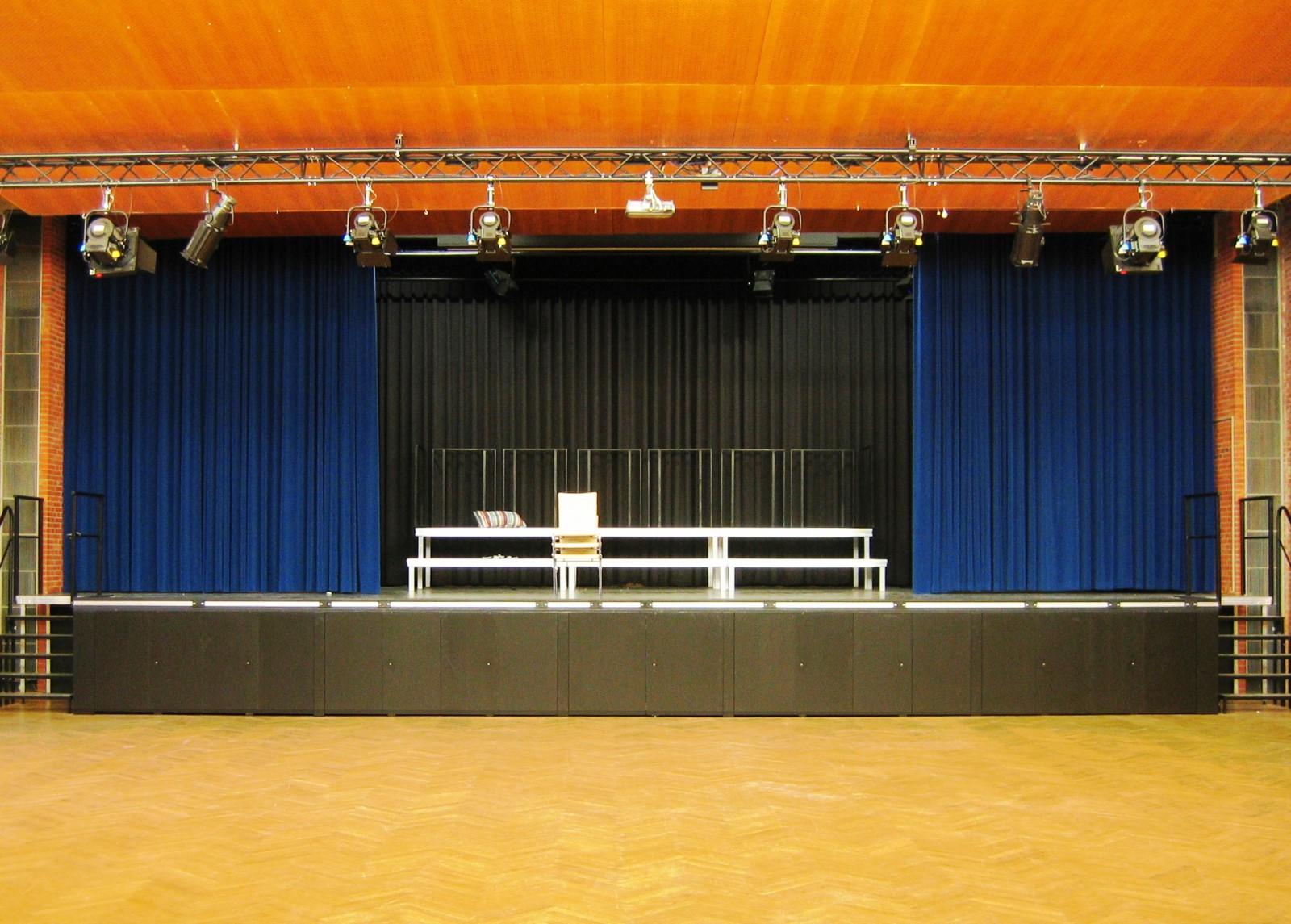 sanierung-aula-gymnasium-bondenwald-buehne