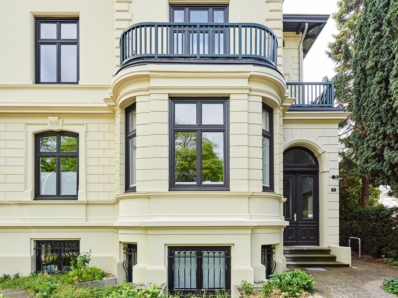 sanierung-dach-fassade-muehlenberger-weg-ansicht-strasse